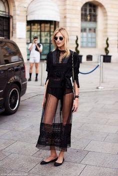 Anja Rubik in Valentino, during Paris Fashion Week F/W 2014 〰️🖤〰️ Street Style Stockholm, Street Style Chic, Looks Street Style, Stockholm Streetstyle, Paris Street, Street 2015, Summer Street, Fashion Week, Cute Fashion