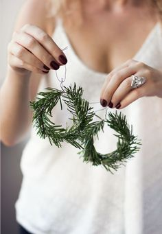 fast and cheap DIY Christmas decorations yourself. - Make fast and cheap DIY Christmas decorations yourself. -Make fast and cheap DIY Christmas decorations yourself. - Make fast and cheap DIY Christmas decorations yourself. Christmas Decorations 2017, Christmas Decor Diy Cheap, Modern Christmas Decor, Christmas On A Budget, Scandinavian Christmas, Simple Christmas, Winter Christmas, Handmade Christmas, Christmas Time