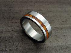 Anillo de boda de titanio y madera--Offset Rosewood raya