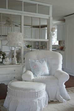 Vintage Shabby Chic, Shabby Chic Homes, Shabby Chic Decor, Cottage Furniture, Window Cleaner, Sofa Covers, Country Decor, Accent Chairs, New Homes