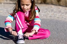 3 ways to help kids learn to tie shoes by themselves.