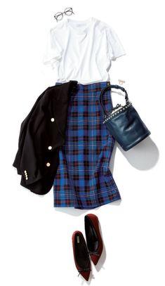 今季も引き続きトレンドのチェックは、鮮やかなブルーを選ぶとさらに旬なムードに! 白Tシャツと合わせれば、初夏らしいムードが高まります。素敵なレストランやバーなどにお出かけするなら、さらにきれいめなジャケットをプラス。足もとも女っぽい靴で仕上げれば、上品で大人っぽい休日スタイルが完・・・