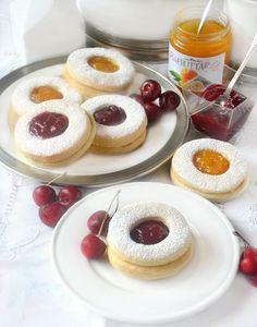 Dolci a go go: Biscotti occhi di bue con frolla allo yogurt greco e confettura