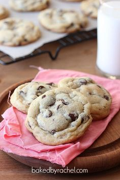 Perfect sweet and lightly salty chocolate chip cookies that remain soft. The only chocolate chip cookie recipe you need. Just Desserts, Delicious Desserts, Yummy Food, Salty Chocolate Chip Cookies, Chocolate Chips, Salted Chocolate, Chocolate Cake, One Bowl Brownies, Cookie Recipes