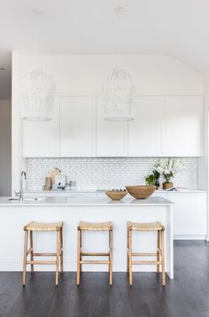 Amazing Coastal Kitchen Makeover has White Kitchen Cabinets - Boho Kitchen, Kitchen Dining, Kitchen Decor, Country Kitchen, Dining Room, Refacing Kitchen Cabinets, White Kitchen Cabinets, Dark Cabinets, Kitchen Flooring