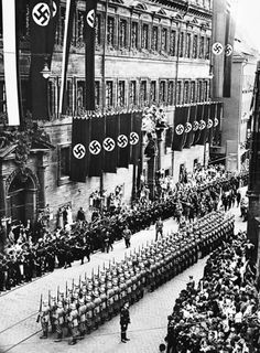 Hitler enters the city of Nürnberg, saluting the civilians and Wehrmacht soldiers as he passes by while en route to the annual NSDAP Party Congress held in the famous Zeppelinfeld located on the outskirts of the city. Ww2 History, World History, World War Ii, Nuremberg Rally, Germany Ww2, Nuremberg Germany, The Third Reich, Military Photos, German Army