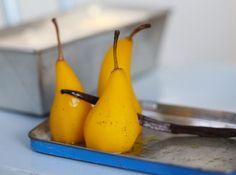 Saffranspäron med vit chokladmousse