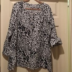JM Collection Animal Print button up blouse-14W 100% linen- this blouse has only been worn a couple times. I lost weight and can no longer wear it! Mint condition.  Bought from Macy's 14W JM Collection  Tops Button Down Shirts