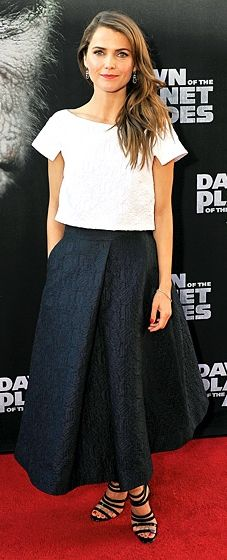 Keri Russell looked summer chic at the Dawn of the Planet of the Apes San Fran premiere. She stunned in a white jacquard crop top and midnight blue skirt from Monique Lhuillier's Resort 2015 collection.