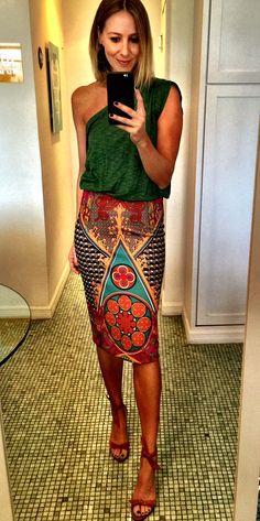 Bia Paes de Barros dá os passos para variar os looks com saia estampada e calça flare | Chic - Gloria Kalil: Moda, Beleza, Cultura e Comportamento