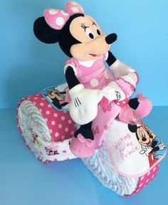 Wagon Diaper Cake Tutorial Video Tutorial Lots Of Ideas Diaper Cakes Tutorial, Diaper Cake Instructions, Cake Tutorial, Tricycle Diaper Cakes, Nappy Cakes, Girl Diaper Cakes, Disney Diaper Cake, Baby Shower Crafts, Shower Gifts