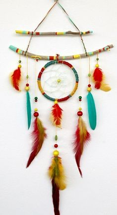 Tinker dream catchers yourself: Simple instructions with 29 ideas in pictures - You can quickly design your own decoration for the Indian party. The main ingredient is feathers. Crafts For Teens To Make, Diy For Teens, Diy For Kids, Diy Home Crafts, Arts And Crafts, Upcycled Crafts, Kids Crafts, Indian Birthday Parties, Indian Party