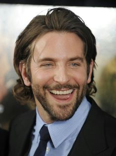 5 - Bradley Cooper always looks handsome but we think his best look is with a beard. Medium Hair Cuts, Medium Hair Styles, Long Hair Styles, Beautiful Men Faces, Elegant Man, Famous Men, Beard Styles, Haircuts For Men, Handsome