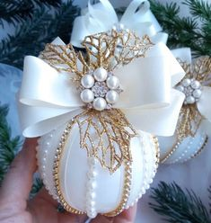 45 Affordable Christmas Décor Ideas With Stunning Ornaments To Try Best Christmas Tree Decorations, Cool Christmas Trees, Beaded Christmas Ornaments, Handmade Christmas, Christmas Holidays, Christmas Wreaths, Christmas Crafts, White Christmas, Victorian Christmas