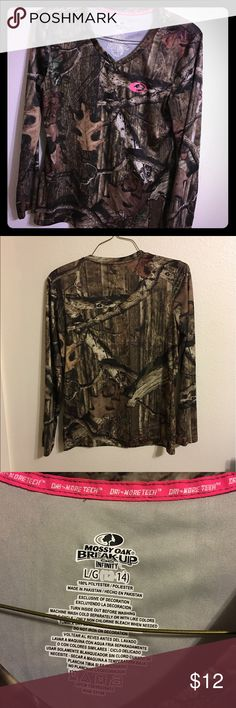 dry fit thermal mossy oak camo long sleeve top lrg dry fit mossy oak camo long sleeve too great condition worn once Mossy Oak Tops Tees - Long Sleeve