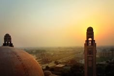 Jamia Masjid, Bahria Town, Lahore  http://islamic-arts.org/2015/grand-jamia-masjid-bahria-town-lahore/
