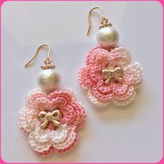 かぎ編みflowerピンクモチーフとコットンパールのピアス