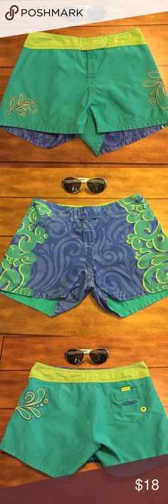 Crazy Stitch Color Changing Swim ️short SZ S  Reversible and so cute, patterns show when fabric is wet. ️Size small waist is 14 inches laid flat. Crazy Stitch Swim Coverups