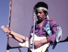 While rock fans claim Hendrix as one of their own, he was also a major influence on jazz musicians and on subsequent jazz/rock hybrids. But how did Hendrix influence jazz? Keith Shadwick takes a close look at the Hendrix legacy John Lennon, Kurt Cobain, Beatles, Jimi Hendricks, Woodstock Music, Classic Blues, Classic Rock, Jimi Hendrix Experience, Guitar Solo