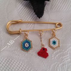 This Pin was discovered by Sür Peyote Patterns, Loom Patterns, Beading Patterns, Beaded Brooch, Beaded Earrings, Bead Jewellery, Beaded Jewelry, Diy Schmuck, Seed Bead Bracelets
