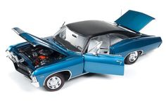 Auto World 1/18 Scale 1967 Chevy Impala SS 427 Blue Diecast Car Model AMM1083