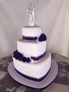 https://flic.kr/p/DYzHjA | 3 tier heart shaped wedding cake