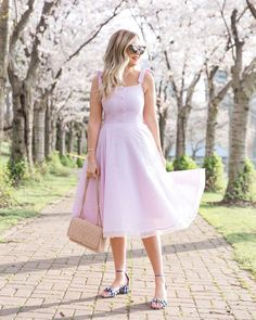 Under the Cherry Blossoms ~ Suburban Faux-Pas Pink Gingham, Gingham Dress, White Dress, Look Rose, Curvy Girl Outfits, Fashion Lighting, Classy And Fabulous, Spring Outfits, Evening Gowns