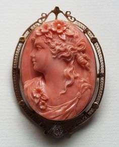 Pommeraie Antiques - s185 - antique victorian vintage cameos, cameo brooch