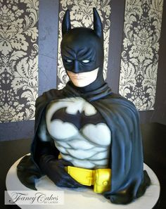 from Lauren Kitchen's face book page. bat man cake. simply amazing!