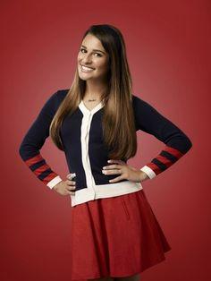 """"""" Glee """" continua a mostrar as atividades de um coral de escola a partir do dia 13 de setembro. A série criada por Ryan Murphy vai retratar tanto o cotidiano no colégio William McKinley como em Nova York, onde Rachel ( Lea Michele ) estuda com uma professora interpretada por Kate Hudson . Perfect"""