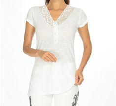 Bu şık, sade beyaz v yaka bluza 12,90 TL ödeyerek sahip olabilirsiniz. S, M, L, XL bedenleri mevcuttur. Siparişleriniz için www.anindagiyim.com/urun/beyaz-v-yaka-bluz adresimizi ziyaret edin. #beyaz #bluz #beyazbluz #vyaka #moda #giyim #alışveriş #kadıngiyim #stil V Neck, Tops, Women, Fashion, Women's, La Mode, Fashion Illustrations, Fashion Models
