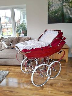 Bringing Up A Child Advice For Young And Old Alike! Baby Prams, Vintage Stroller, Vintage Pram, Baby Kind, Pram Stroller, Baby Strollers, Silver Cross Prams, Layette, Automobile