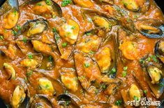 Recette de moules sauce piquante Sauce Tomate, Salsa Picante, Ratatouille, Paella, Chicken Wings, Curry, Cooking Recipes, Meat, Mariana
