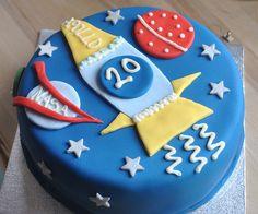 spaceship cake by rebeccaandherbluecar, via Flickr