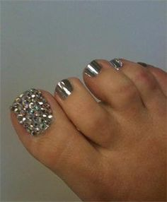 Do your toes exactly like this ! Love silver nail polish & glitter on big…