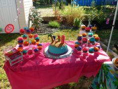 Sophie's Aloha inspired cake and cupcakes