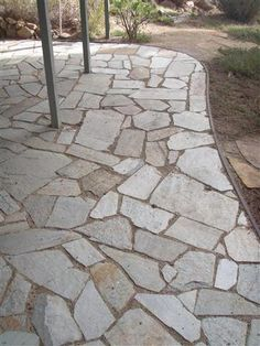 DIY a flagstone paver patio this weekend! We help you make this easy patio with our step by step instructions and materials list. Build a durable and long lasting paver patio that is great to place outdoor furniture! Patio Edging, Flagstone Patio, Pergola Patio, Backyard Patio, Backyard Landscaping, Pergola Kits, Curved Patio, Concrete Patio, Landscape Plans