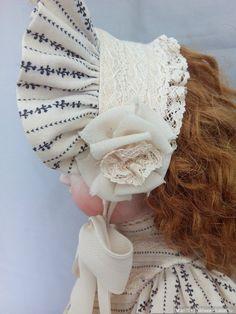 Платье и боннет для куклы / Антикварные куклы, реплики / Шопик. Продать купить куклу / Бэйбики. Куклы фото. Одежда для кукол Toddler Girl Outfits, Baby Girl Dresses, Victorian Children's Clothing, Pioneer Clothing, Girls Christmas Dresses, Doll Dress Patterns, Bride Hair Accessories, Baby Bonnets, Girl Doll Clothes