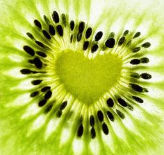I love kiwi anyway. and this kiwi has a heart. I Love Heart, With All My Heart, Happy Heart, Crazy Heart, Heart In Nature, Heart Art, Foto Picture, Photo Macro, Fotografia Macro