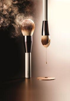 Skincolor de la Mer: Der Luxus-Launch - Hey Pretty Skincolor de La Mer PR Image Foundation Brush and Powder Brush Photo Makeup, Makeup Art, Beauty Makeup, Eye Makeup, Makeup Backgrounds, Makeup Wallpapers, Foundation Tips, No Foundation Makeup, Foundation Brush