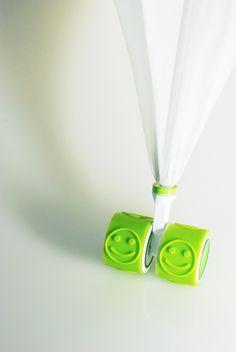 車輪のついたシール機能を持つ傘 -Wheel & Seal Umbrellas-