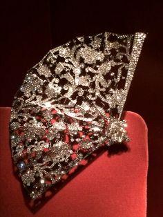JAR at the Met, fan brooch