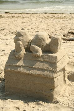 Snoopy on his doghouse sand sculpture, via Flickr