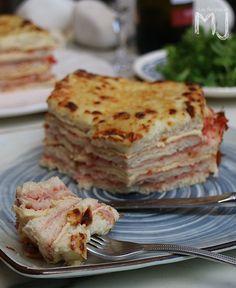 Lo de hoy no es un pastel de pan de molde cualquiera. Para mí es el PASTEL DE ANITA, receta de una buena amiga que he preparado más de u...