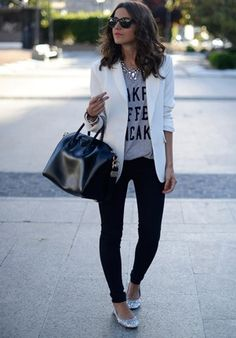 16 outfits with grey t-shirt: grey top with print+black pants+silver ballerinas with glitter+black hand bag+white blazer.Summer outfit 2016