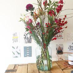 1,635 vind-ik-leuks, 10 reacties - Martine (@tienvanwil) op Instagram: 'Eindelijk mijn bos bewonderen na een weekje weg te zijn geweest. Nog steeds weer iedere x een…' Tango, Glass Vase, Instagram, Home Decor, Decoration Home, Room Decor, Home Interior Design, Home Decoration, Interior Design