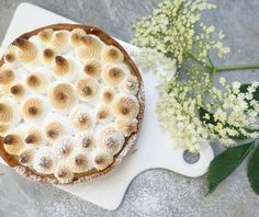 Lemon merengue tart. Celebrating this wonderfully summer like day. #lemontart #lemonmerenguepie #lemon #merengue #tartine #tarteaucitron #citroentaart #food #feedfeed #f52grams #dolci #baking #bakingobsession #frenchbaking #como #pasticceria #bakery #catering #cakestagram #cake #lagodicomo #como #foodpics #summer #flower #sourdough #bread