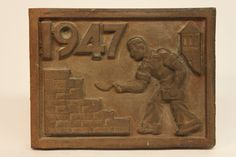Class of 1947 bronze time capsule cover