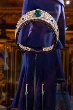 TIARA NEWS: HRH Princess Eugenie's Wedding Attire on Display . Starting March Princess Eugenie's dress and tiara are going on… Royal Crown Jewels, Royal Crowns, Royal Tiaras, Royal Jewelry, Tiaras And Crowns, Diamond Tiara, Rose Cut Diamond, Eugenie Wedding, Eugenie Of York