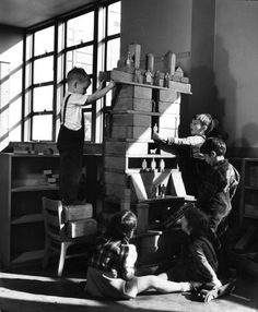 """""""Building with blocks, instead of aimlessly stacking them, 4-year-olds work together to construct an apartment building with doormen, tenants and garage.""""A public """"genius school"""" for 3-to-11-year-olds at New York's Hunter College, 1948, photographed by Nina Leen."""